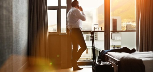 professional-at-the-hotel-for-business-trip-e1501091018348
